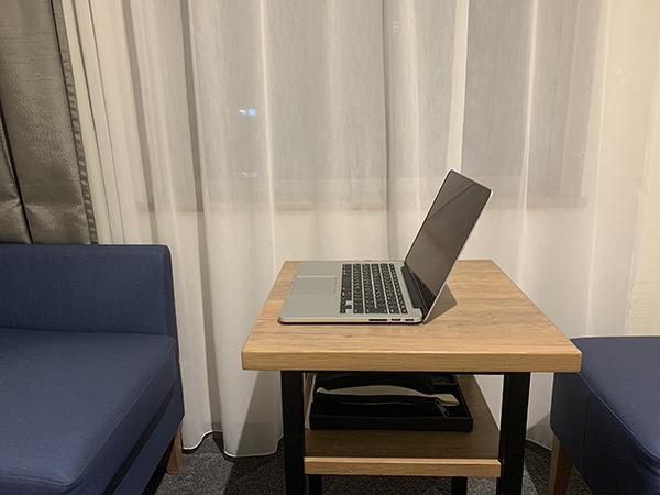 『MacBook Pro』を直置きした状態